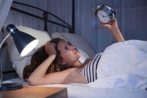 fotolia 78663232 300x200 - Junge Frau mit Schlafproblemen