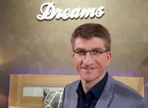 Aqua Best Christian Lipowski dreams 300x218 - Aquabest-Wasserbetten - Inhaber Christian Lipowski, Fachmann für gesunden Schlaf